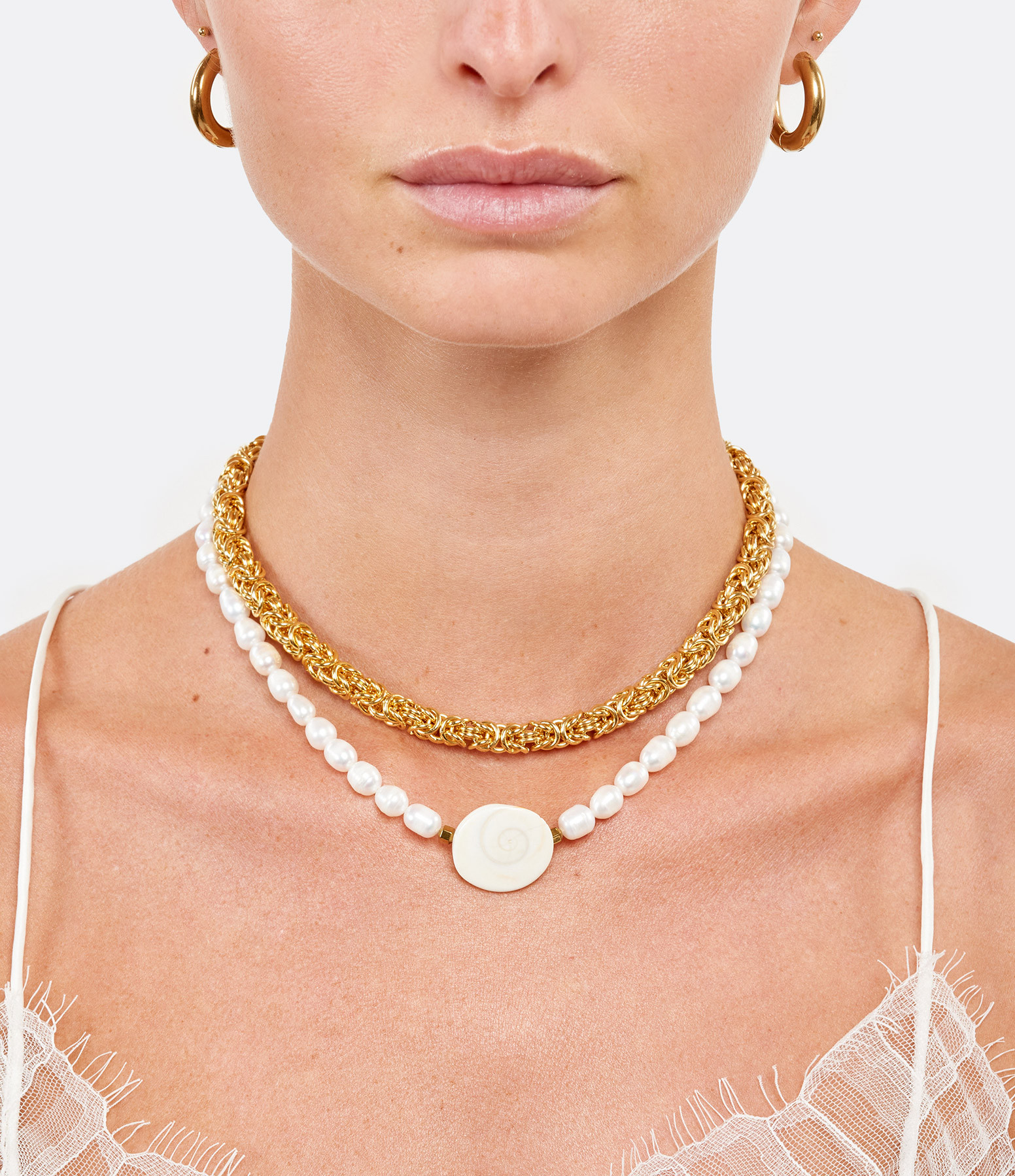 SHAKER JEWELS - Collier Trat Perles Coquillages Plaqué Or