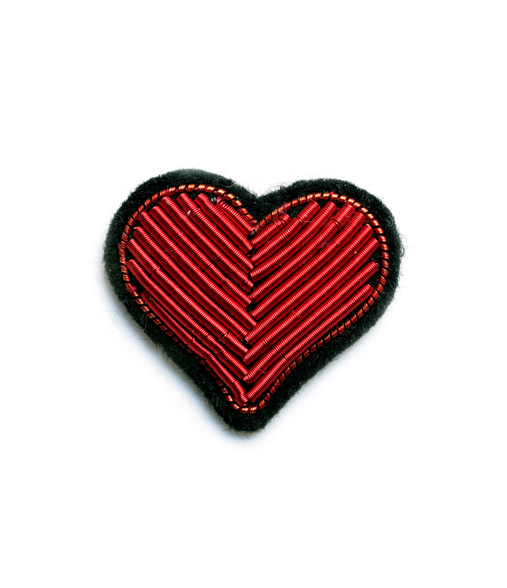 Broche Brodée Main Cur Rouge