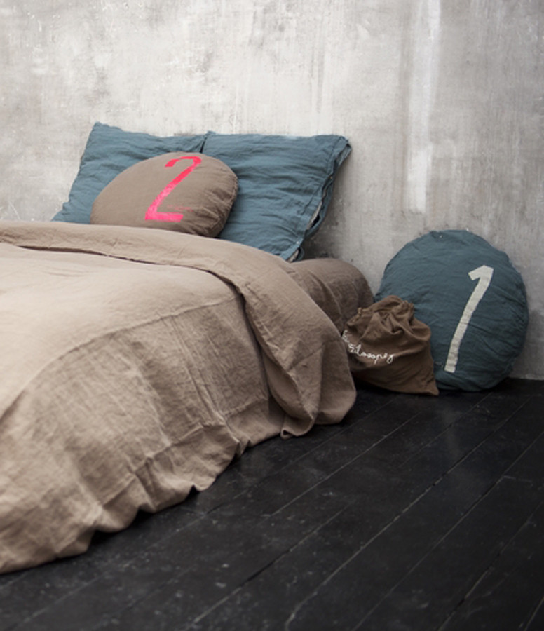 BED AND PHILOSOPHY - Taie D'oreiller Carré Mellow Lin Charbon