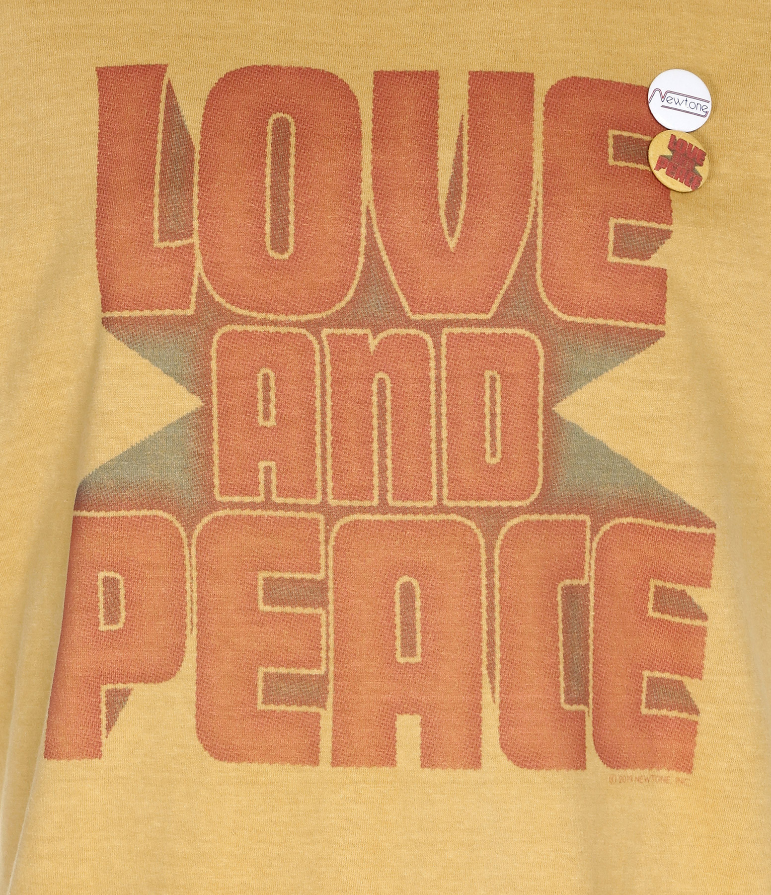 NEWTONE - Tee-shirt Peace and Love Coton Moutarde