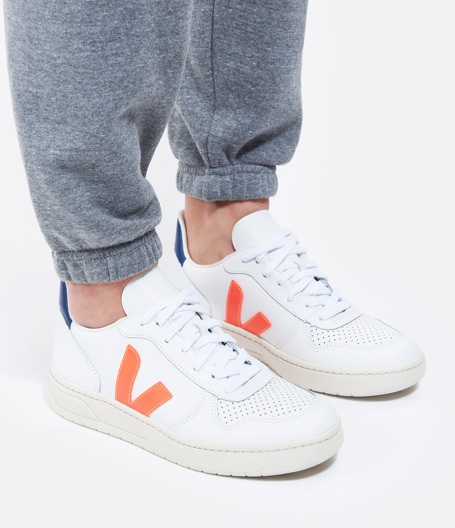 VEJA - Baskets V-10 Cuir Blanc Orange Fluo Cobalt