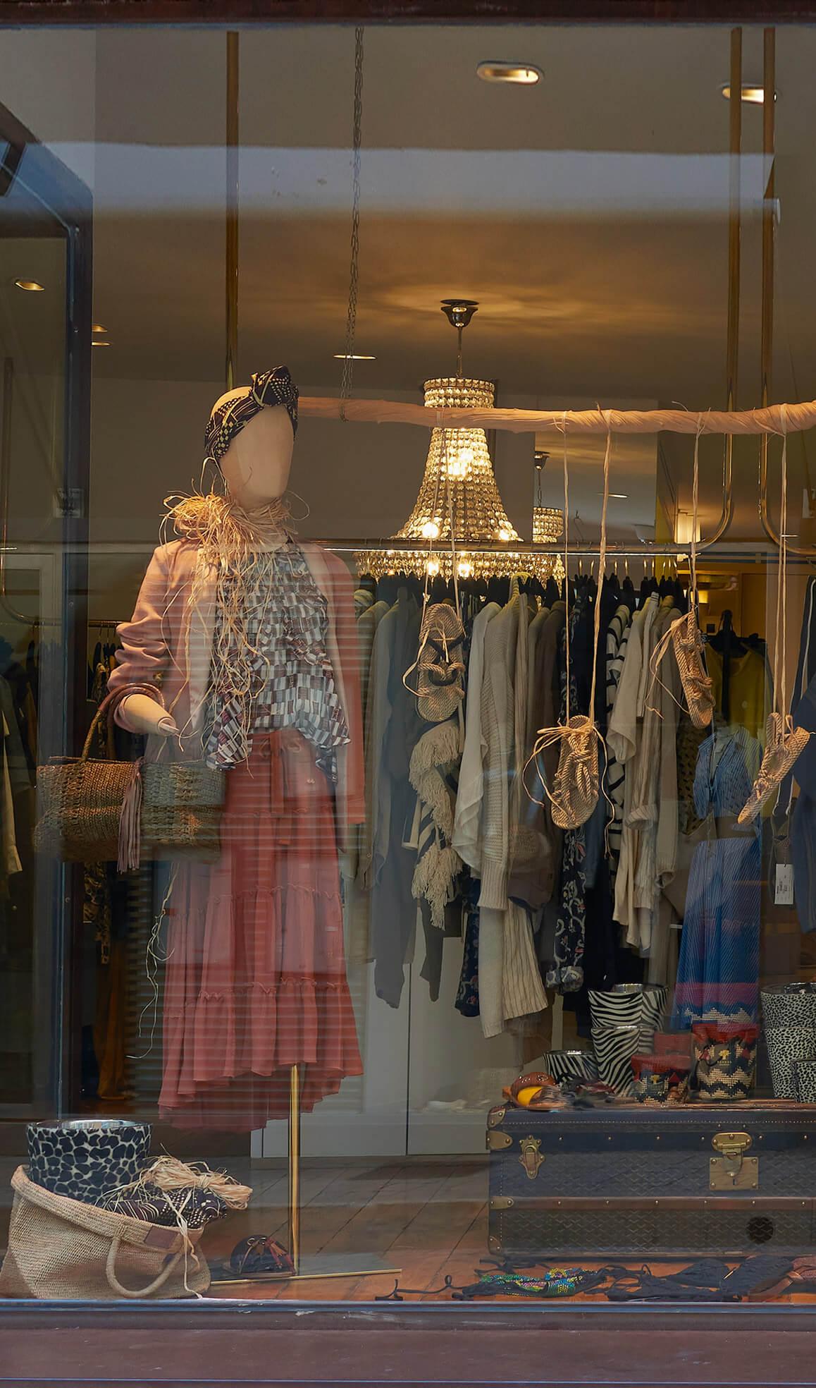 boutique bijoux et vêtement cassis